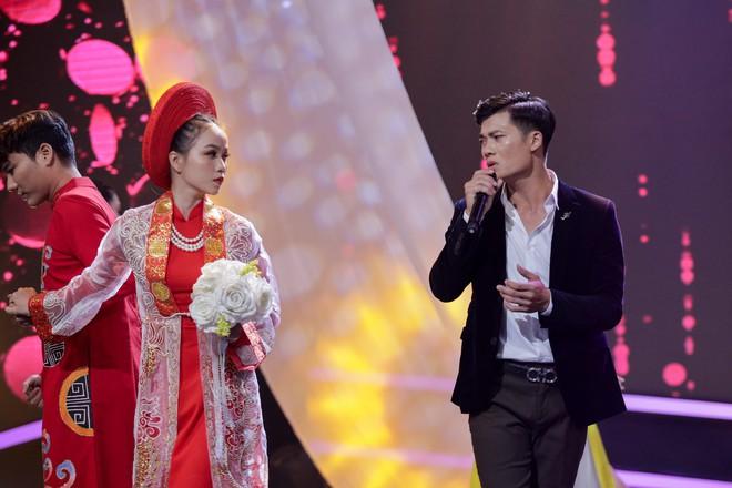 Cựu trưởng nhóm HKT bất ngờ bị fan nữ cưỡng hôn trên sóng truyền hình - ảnh 6