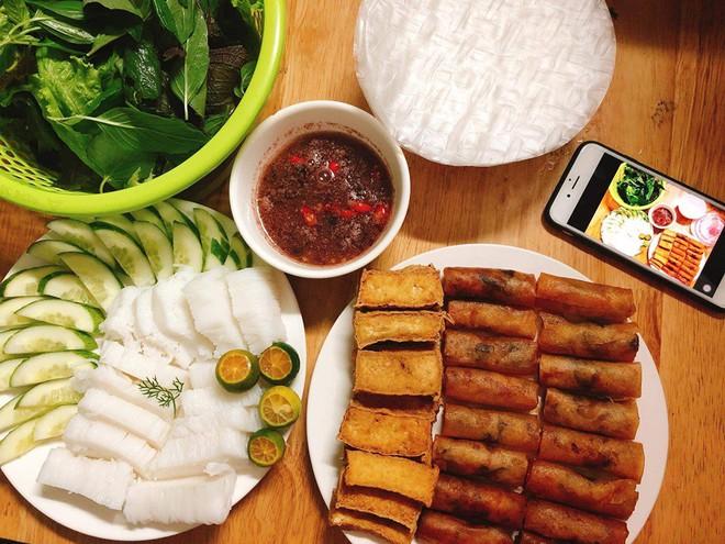 Nhìn mâm cơm ngon lành cành đào do chàng trai Sài Gòn nấu, dân mạng rối rít hỏi: Mặt hàng này còn không? - ảnh 1