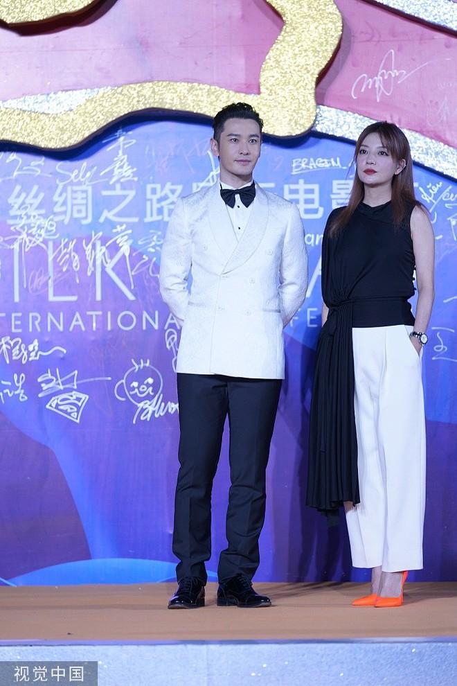 Thảm đỏ Cbiz hot nhất hôm nay: Đôi bạn thân Huỳnh Hiểu Minh - Triệu Vy chiếm spotlight, Na Tra gây sốt vì quá xinh - Ảnh 2.