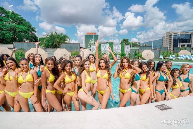 Ảnh bikini của Kiều Loan và thí sinh Hoa hậu Hòa bình bị photoshop quá đà: Body tưởng múi mà trơ xương, tay chân méo mó! - Ảnh 10.