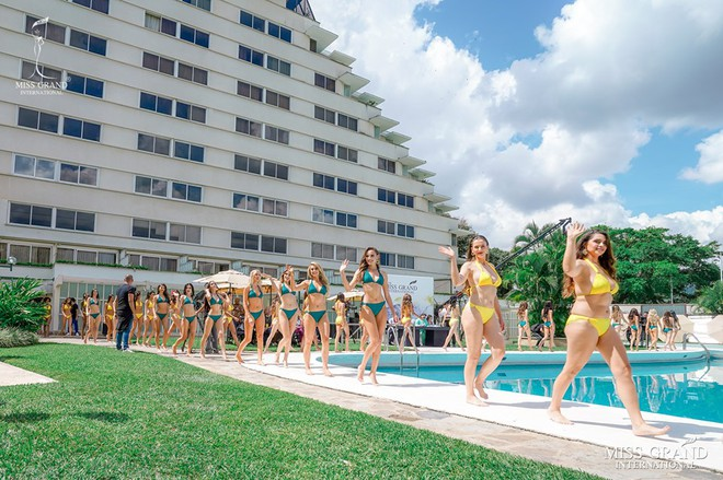 Ảnh bikini của Kiều Loan và thí sinh Hoa hậu Hòa bình bị photoshop quá đà: Body tưởng múi mà trơ xương, tay chân méo mó! - Ảnh 8.