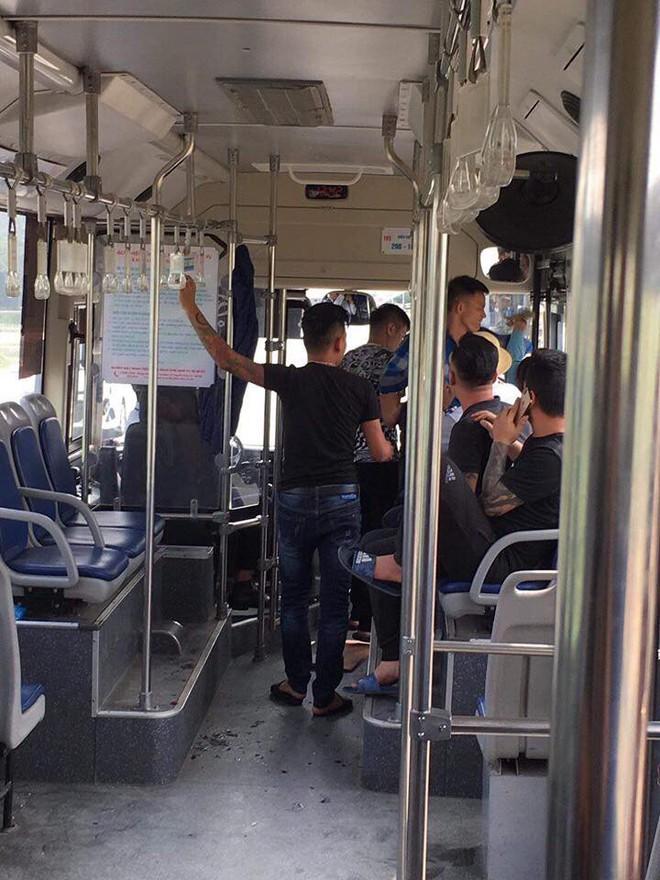 Hà Nội: Nữ nhân viên xe buýt tố bị nhóm thanh niên hành hung vào đúng ngày 20/10, phải nhập viện cấp cứu - Ảnh 2.