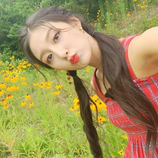 5 nữ idol diện chung một mẫu áo hai dây: Chị đại Taeyeon cân hết hội đàn em 9X - ảnh 6