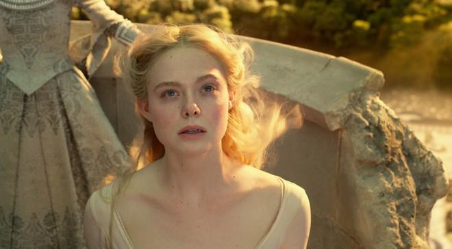 Bỏng mắt trước đại chiến nhan sắc của Maleficent: Hai bà sui chanh sả át cả con gái, anh quạ đẹp không thua hoàng tử - Ảnh 21.