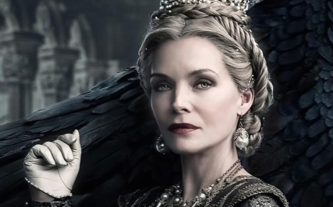 Bỏng mắt trước đại chiến nhan sắc của Maleficent: Hai bà sui chanh sả át cả con gái, anh quạ đẹp không thua hoàng tử - Ảnh 9.