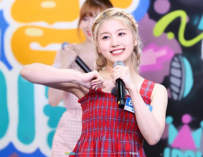 5 nữ idol diện chung một mẫu áo hai dây: Chị đại Taeyeon cân hết hội đàn em 9X - ảnh 9
