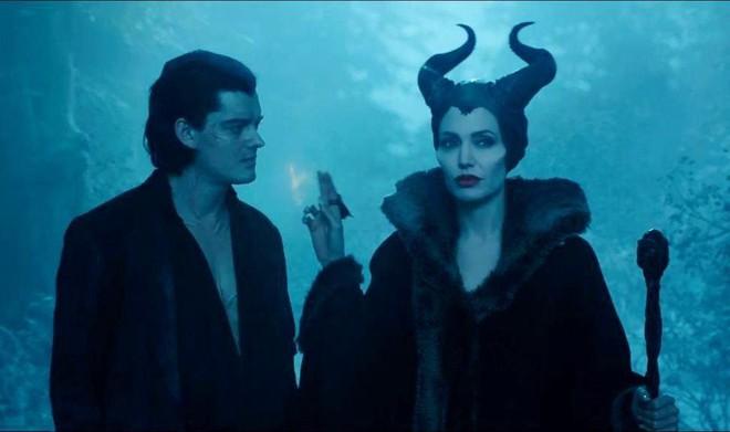 Bỏng mắt trước đại chiến nhan sắc của Maleficent: Hai bà sui chanh sả át cả con gái, anh quạ đẹp không thua hoàng tử - Ảnh 28.
