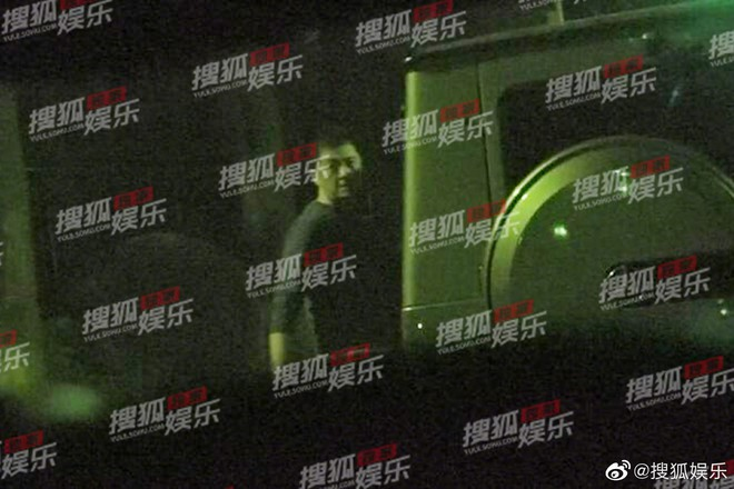 Giữa lùm xùm chia tay Tạ Đình Phong, Vương Phi bị paparazzi tóm sóng khi nửa đêm tới nhà Lý Á Bằng - ảnh 2