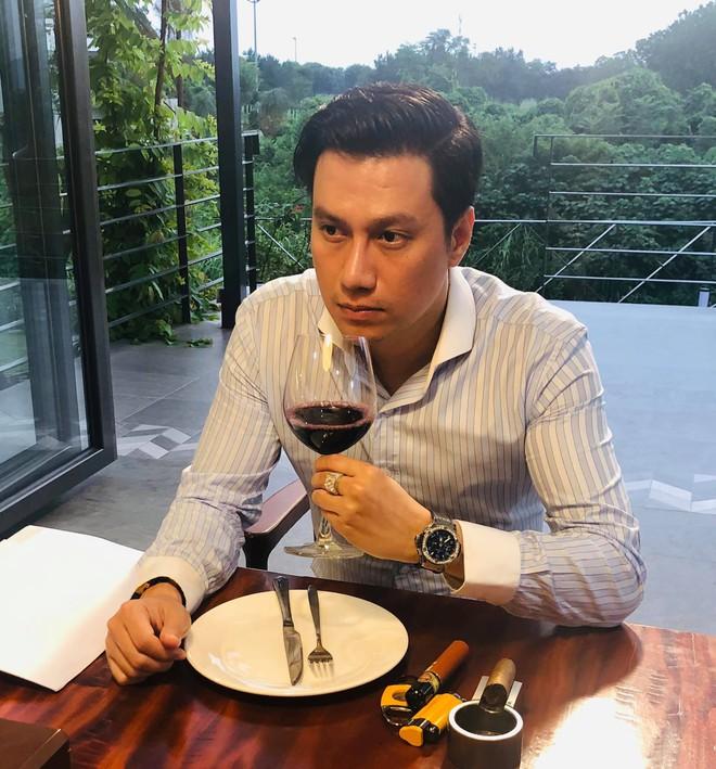 Nhan sắc thật sao nam Vbiz qua camera thường: Hiếm người giữ trọn vẻ điển trai, gây tranh cãi nhất là Việt Anh! - ảnh 2