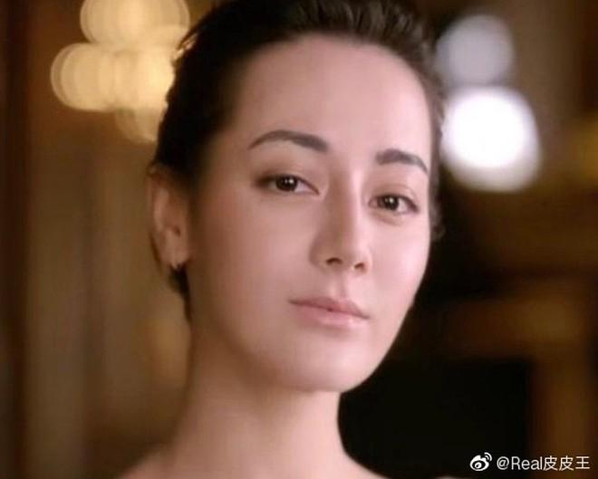 Tranh cãi vẻ đẹp của Địch Lệ Nhiệt Ba trong quảng cáo mới: Nhan sắc phải chăng đã hết thời? - ảnh 1