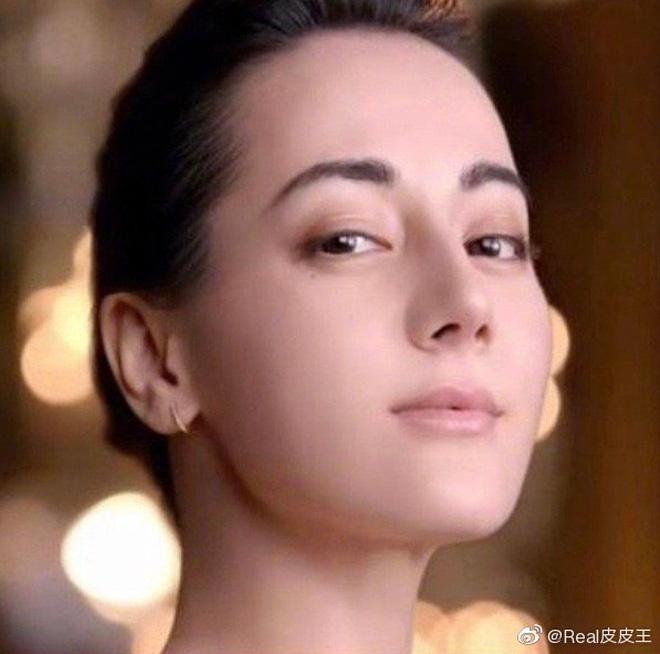 Tranh cãi vẻ đẹp của Địch Lệ Nhiệt Ba trong quảng cáo mới: Nhan sắc phải chăng đã hết thời? - ảnh 2