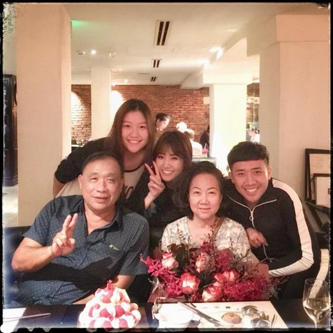 Netizen liên tục thắc mắc vì Hari Won lần đầu vắng mặt trong tiệc sinh nhật mẹ Trấn Thành - ảnh 5