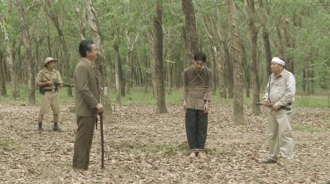 Tiếng Sét Trong Mưa tập 43: Con trai sắp bị bắn vỡ sọ, mẹ mìn Thị Bình vẫn cố chấp giữ bí mật vô nghĩa? - ảnh 2