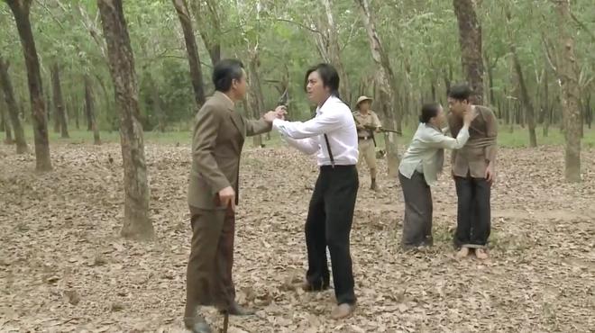 Tiếng Sét Trong Mưa tập 43: Con trai sắp bị bắn vỡ sọ, mẹ mìn Thị Bình vẫn cố chấp giữ bí mật vô nghĩa? - ảnh 3