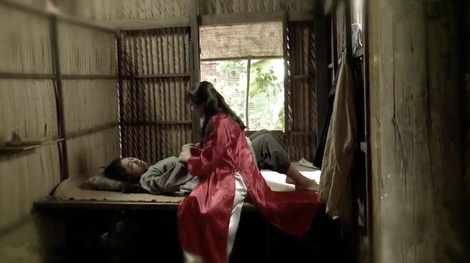 Tiếng Sét Trong Mưa tập 43: Con trai sắp bị bắn vỡ sọ, mẹ mìn Thị Bình vẫn cố chấp giữ bí mật vô nghĩa? - ảnh 11
