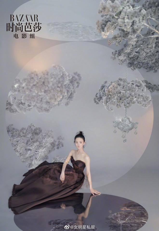 Triệu Lệ Dĩnh và 3 lần lên bìa tạp chí thời trang: từ chỗ bị chê ỏng eo nay đã lên level xuất sắc cả về phong cách lẫn thần thái - ảnh 7
