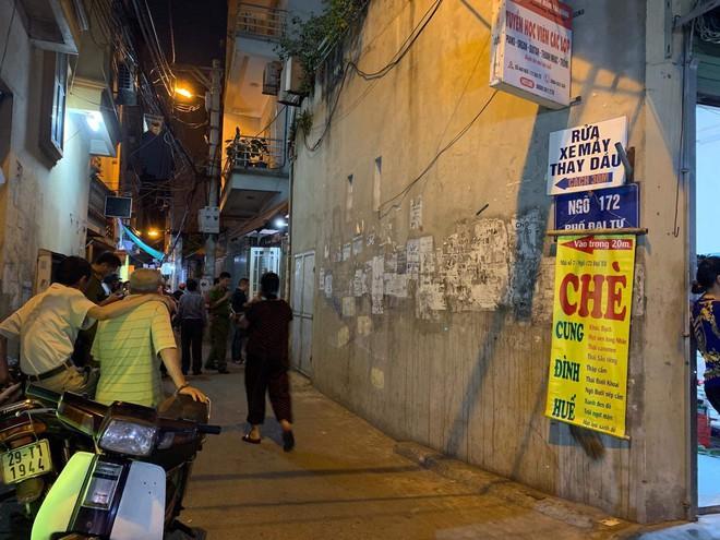 Hà Nội: Con trai tử vong, bố nguy kịch khi xuống thau rửa bể nước ngầm của gia đình - ảnh 1