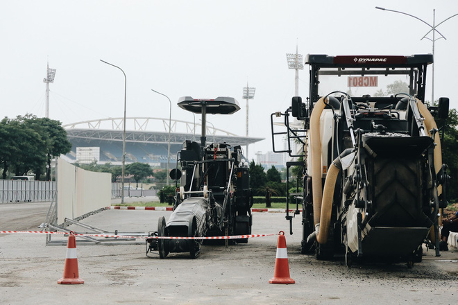"""Hà Nội : Rào chắn thêm tuyến đường Lê Đức Thọ - Lê Quang Đạo phục vụ thi công đường đua F1, người dân lại """"than"""" tắc đường - ảnh 7"""