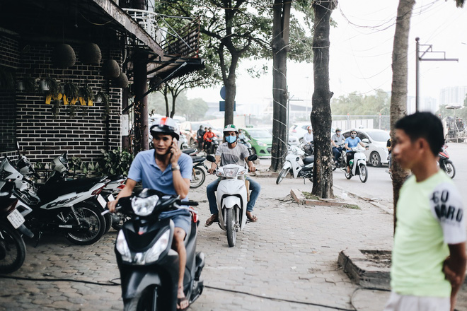 """Hà Nội : Rào chắn thêm tuyến đường Lê Đức Thọ - Lê Quang Đạo phục vụ thi công đường đua F1, người dân lại """"than"""" tắc đường - ảnh 10"""