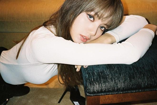 Ngộp thở vì ảnh tạp chí của Jennie - Lisa (BLACKPINK) ở châu Âu: Thần thái chưa gây choáng bằng nhan sắc xuất thần - ảnh 16
