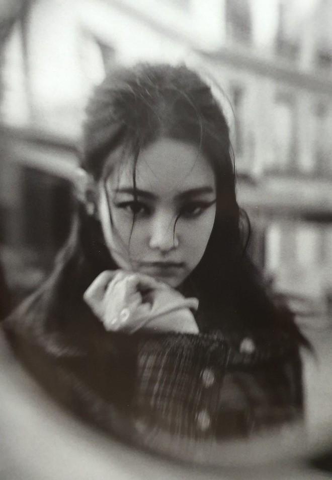 Ngộp thở vì ảnh tạp chí của Jennie - Lisa (BLACKPINK) ở châu Âu: Thần thái chưa gây choáng bằng nhan sắc xuất thần - ảnh 5