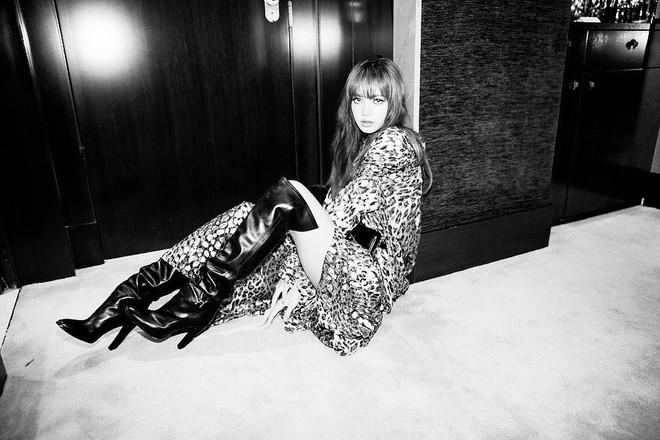 Ngộp thở vì ảnh tạp chí của Jennie - Lisa (BLACKPINK) ở châu Âu: Thần thái chưa gây choáng bằng nhan sắc xuất thần - ảnh 12