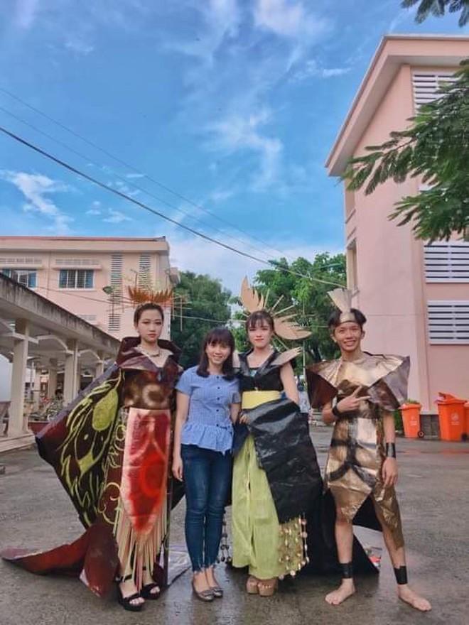 Tự tin trình diễn trang phục tái chế với phong cách hoàng gia quý tộc, nhóm học sinh cấp 3 bỗng nổi như cồn trên MXH - ảnh 5