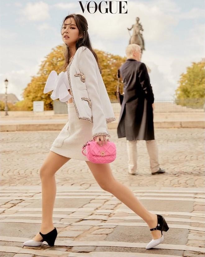 Ngộp thở vì ảnh tạp chí của Jennie - Lisa (BLACKPINK) ở châu Âu: Thần thái chưa gây choáng bằng nhan sắc xuất thần - ảnh 1