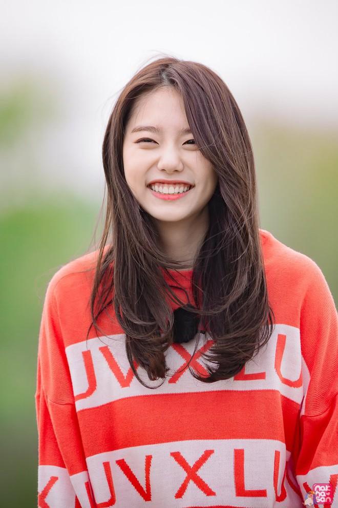 11 idol Kpop là bản sao của bố mẹ: Cha con nhà V (BTS) quá đỉnh, mẹ của mỹ nhân TWICE gây bão vì ảnh hồi trẻ - ảnh 23