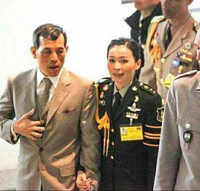 Hoàng hậu và Hoàng quý phi Thái Lan: Hai người phụ nữ có xuất phát điểm tương đồng và cuộc chiến tranh sủng gây xôn xao dư luận - ảnh 5