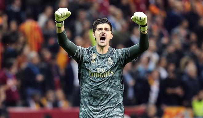 Courtois hóa người nhện, Real Madrid lần đầu hưởng niềm vui chiến thắng tại Champions League mùa này - ảnh 2