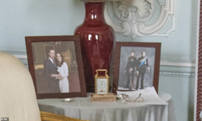 Ảnh vợ chồng Hoàng tử Harry bất ngờ 'biến mất' trong cung điện Hoàng gia vì Meghan Markle gần đây lên truyền hình kể khổ? - ảnh 2