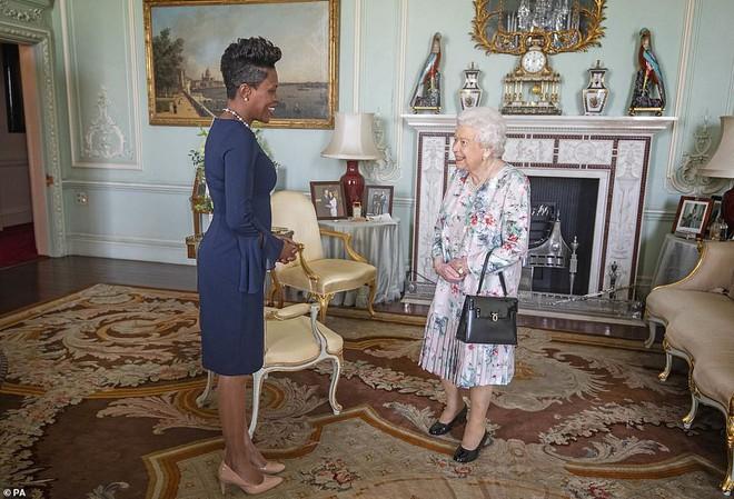 Ảnh vợ chồng Hoàng tử Harry bất ngờ 'biến mất' trong cung điện Hoàng gia vì Meghan Markle gần đây lên truyền hình kể khổ? - ảnh 1
