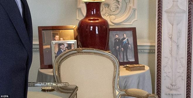 Ảnh vợ chồng Hoàng tử Harry bất ngờ 'biến mất' trong cung điện Hoàng gia vì Meghan Markle gần đây lên truyền hình kể khổ? - ảnh 4