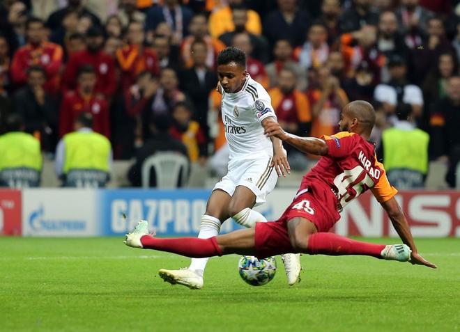 Courtois hóa người nhện, Real Madrid lần đầu hưởng niềm vui chiến thắng tại Champions League mùa này - ảnh 7