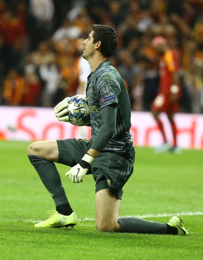 Courtois hóa người nhện, Real Madrid lần đầu hưởng niềm vui chiến thắng tại Champions League mùa này - ảnh 3