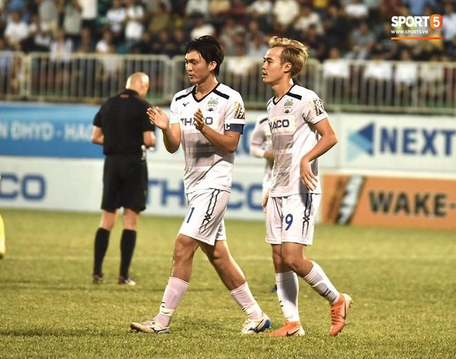 Cầu thủ HAGL tri ân Lương Xuân Trường trong ngày đội bóng phố núi trụ hạng - ảnh 6