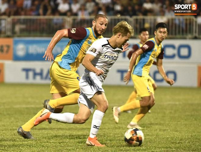 Cầu thủ HAGL tri ân Lương Xuân Trường trong ngày đội bóng phố núi trụ hạng - ảnh 1