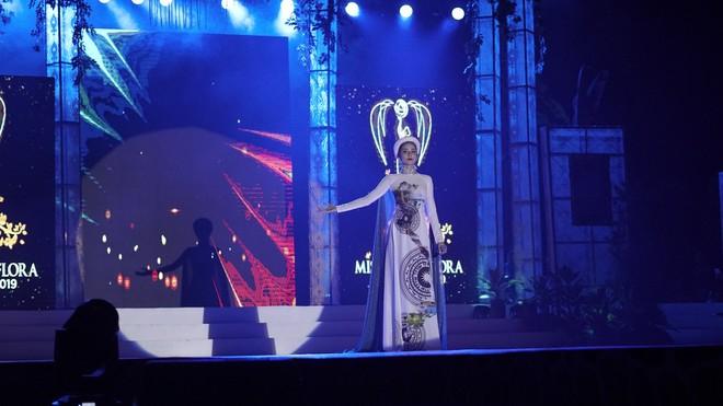 Netizen Việt kêu trời vì phần thi tài năng hát như tra tấn của Hoàng Hạnh tại Miss Earth, sao không tận dụng lợi thế? - Ảnh 3.