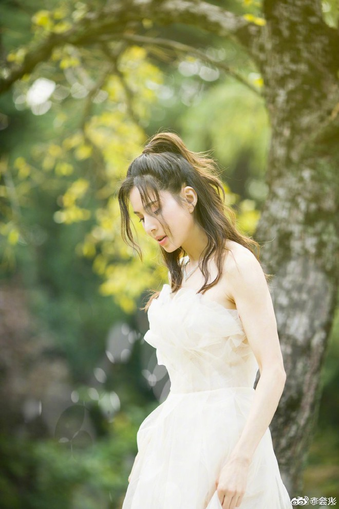 Tiểu Long Nữ Lý Nhược Đồng bất ngờ khoe ảnh váy cưới ở tuổi 46, lý do đằng sau khiến Cnet dở khóc dở cười - ảnh 4