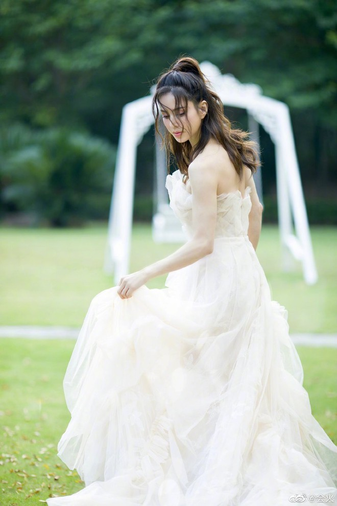 Tiểu Long Nữ Lý Nhược Đồng bất ngờ khoe ảnh váy cưới ở tuổi 46, lý do đằng sau khiến Cnet dở khóc dở cười - ảnh 6