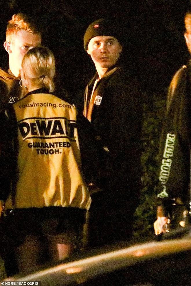 Drama ăn miếng trả miếng của cậu ấm nhà Beckham và tình cũ: Brooklyn đi bar với gái lạ dù vừa hẹn hò, Hana công khai hôn người mới? - ảnh 3
