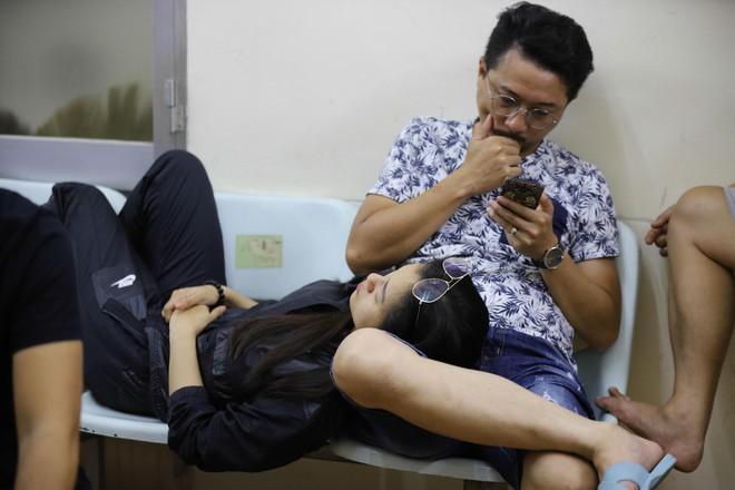 Trấn Thành, Trường Giang lộ vẻ ngoài chưa makeup, cùng dàn sao Vbiz tập luyện xuyên đêm cho liveshow Chí Tài - ảnh 5