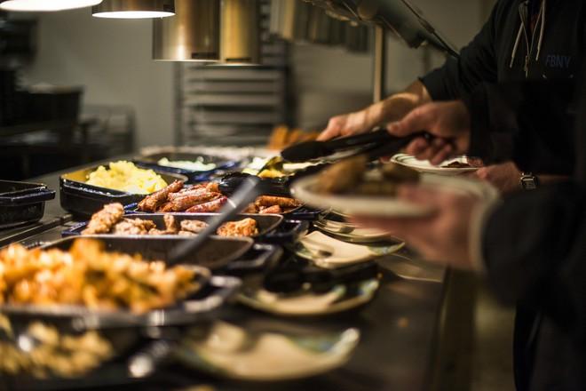 Xem cách Facebook phục vụ đồ ăn đỉnh như nhà hàng thế này, bảo sao nhân viên không chịu ra ngoài cũng dễ hiểu - ảnh 2