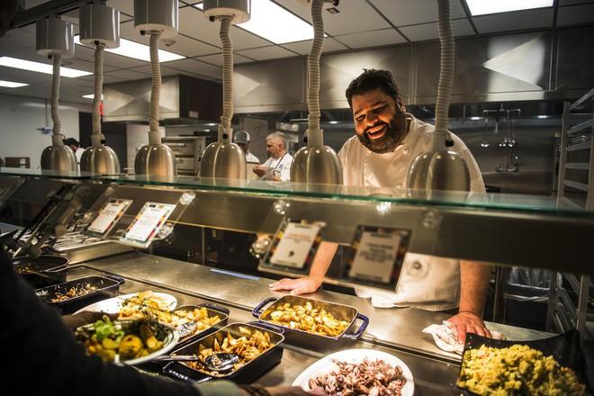 Xem cách Facebook phục vụ đồ ăn đỉnh như nhà hàng thế này, bảo sao nhân viên không chịu ra ngoài cũng dễ hiểu - ảnh 1