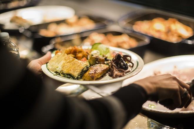 Xem cách Facebook phục vụ đồ ăn đỉnh như nhà hàng thế này, bảo sao nhân viên không chịu ra ngoài cũng dễ hiểu - ảnh 6