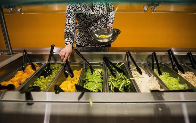 Xem cách Facebook phục vụ đồ ăn đỉnh như nhà hàng thế này, bảo sao nhân viên không chịu ra ngoài cũng dễ hiểu - ảnh 7