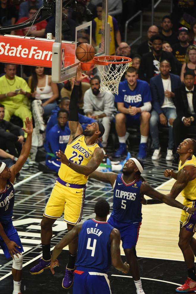 NBA 19-20: Dàn dự bị tỏa sáng, hàng thủ chất lượng cùng phong độ đỉnh cao của Kawhi Leonard giúp Clippers giành chiến thắng trận derby Los Angeles - ảnh 2