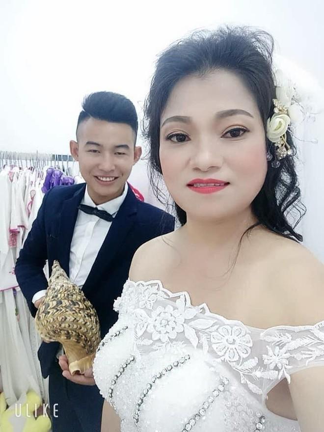 Cô dâu 41 tuổi trải lòng việc lấy chồng kém 21 tuổi ở Hưng Yên, mẹ chồng nghẹn ngào kể gia cảnh éo le - ảnh 2
