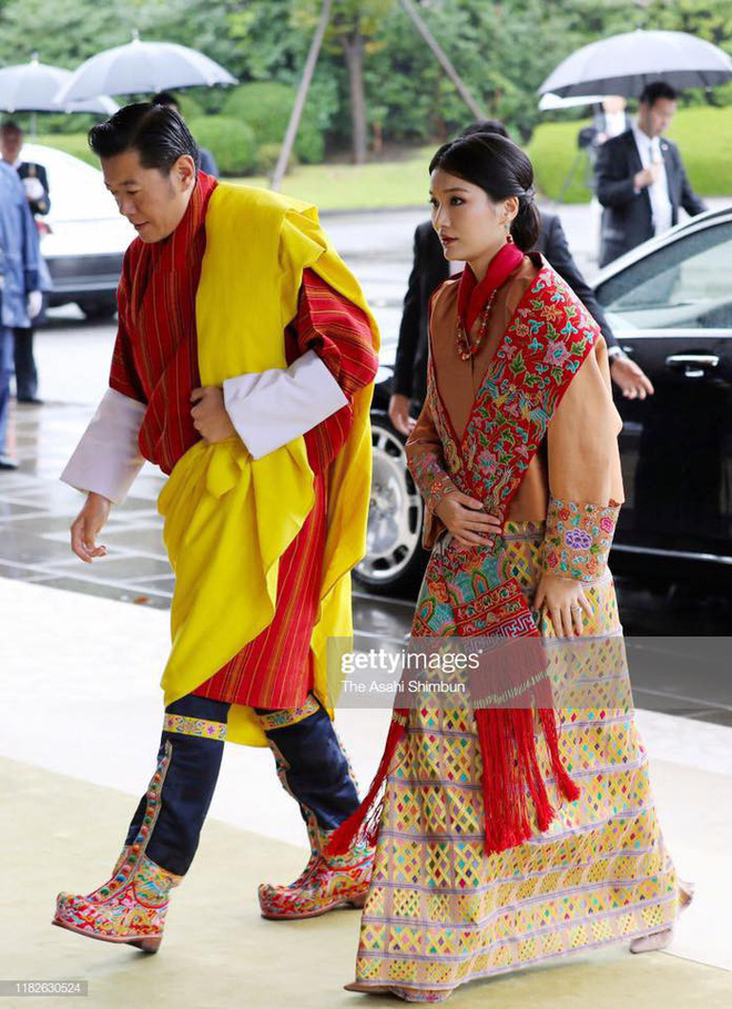 Cộng đồng mạng phát sốt với vẻ đẹp thoát tục không góc chết của Hoàng hậu Bhutan ở Nhật Bản khi tham dự lễ đăng quang - ảnh 2